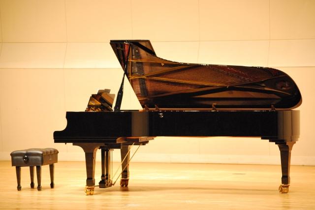 ピアノ,グランド,ステージ,発表会,画像,ピアノのコンクール,コンサート